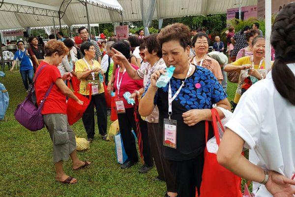president-tony-tan-we-care-istana-party 2016-14